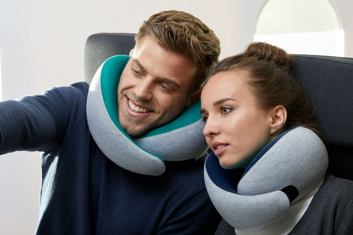 ostrichpillow_go_premium-travel-neck-pillow_couple_plane_midnight-grey_deep-blue