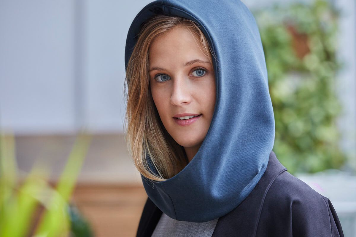 ostrichpillow_hood_combinable-hood_ocean-blue_woman