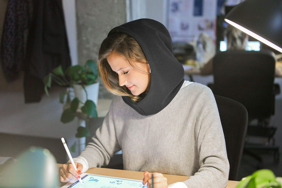 ostrichpillow_hood_combinable-hood_night-black_woman_indoors