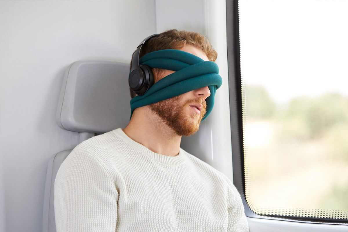 ostrichpillow_loop_eye-mask-pillow_train_blue-reef