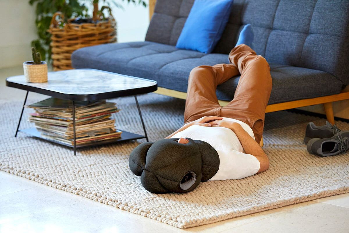 ostrichpillow_original_napping-desk-travel-pillow_home_man_midnight-grey