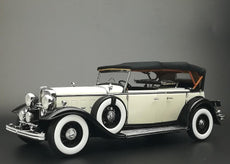1/18 1932 Ford Lincoln KB Top Up Black/White
