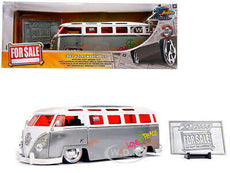 1/24 1962 Volkswagen Bus T1 *20th anniversary series*, chrome/red
