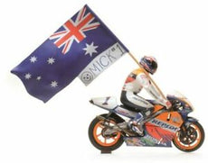 MINICHAMPS 1:12 HONDA NSR 500 - MICK DOOHAN - GP 1995 - SET WITH FIGURINE AND FLAG