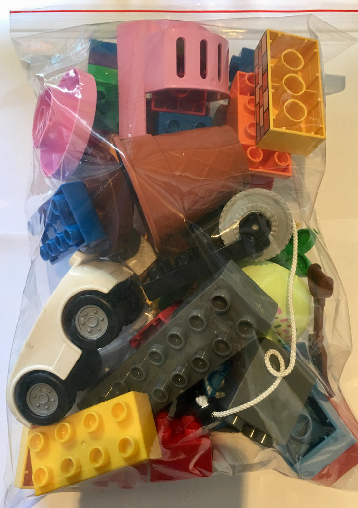 Duplo 500g mixed bag including Minifigure - BrickResales