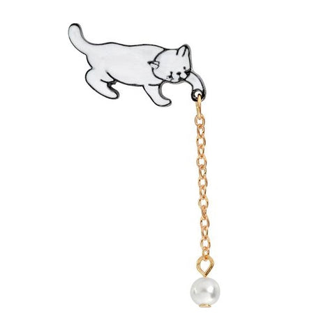 Playing Kitten Pin Hanger - Tumblr Pins and Patches - Peachy Pins