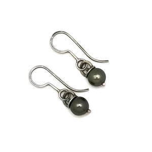 Gray pearl teeny weeny earrings
