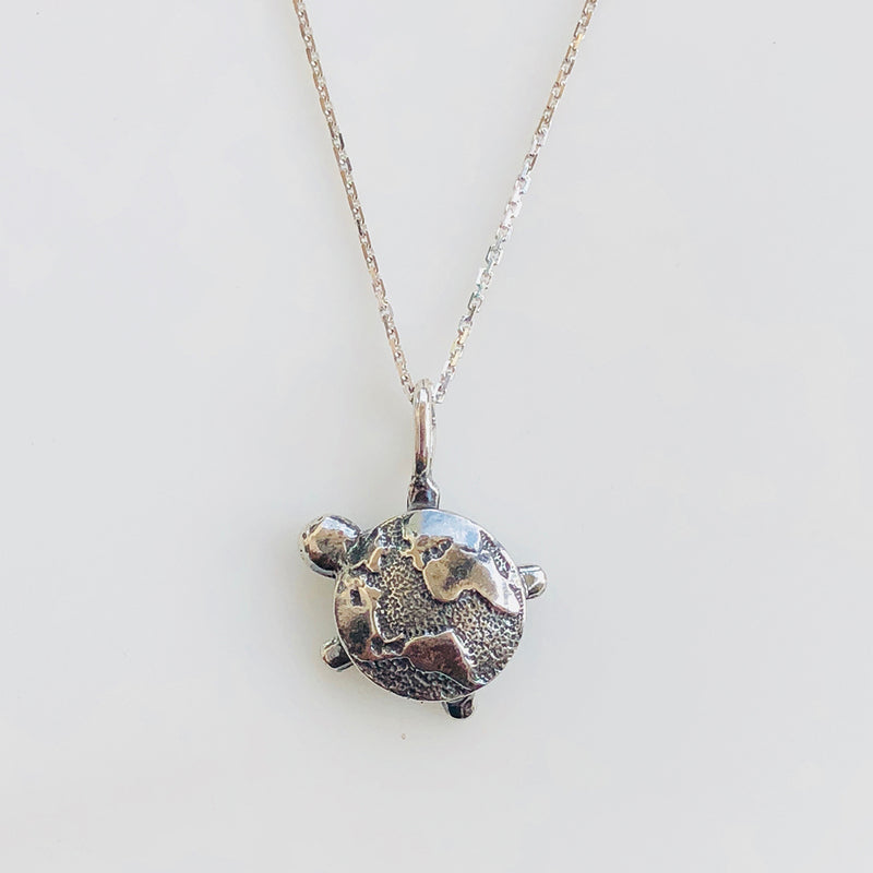 THE TURTLE NECKLACE