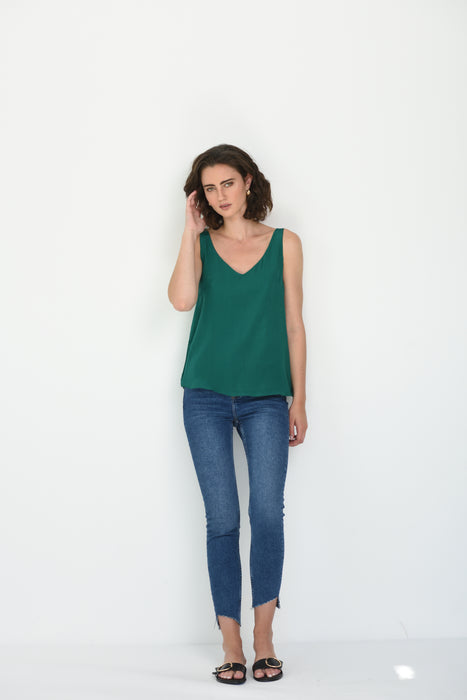 LIV SILK V NECK CAMI - EMERALD