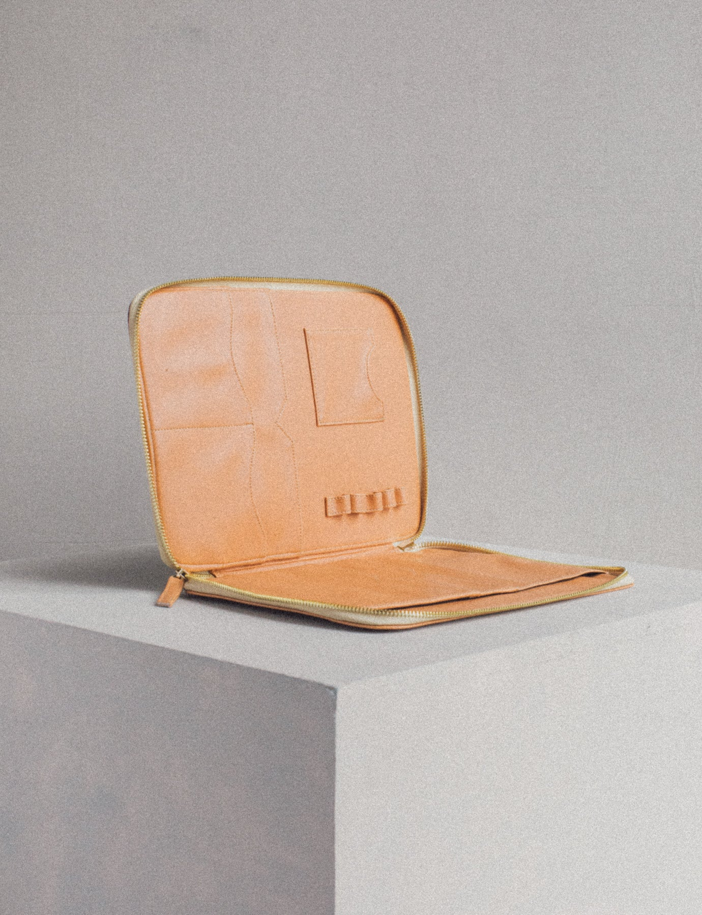 Habi Binder in Salmon Pink