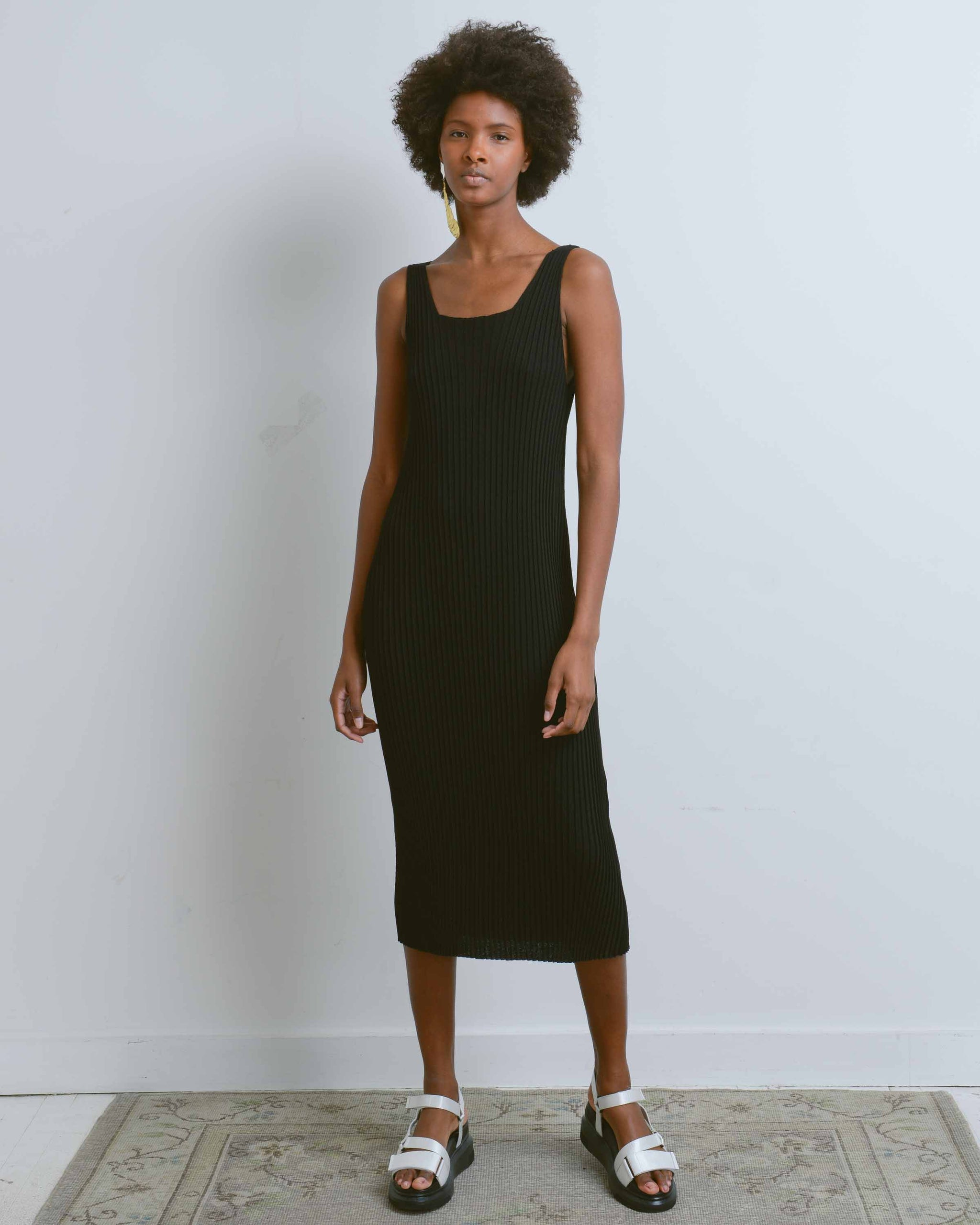 Black Sleeveless Ribbed Knit Dress