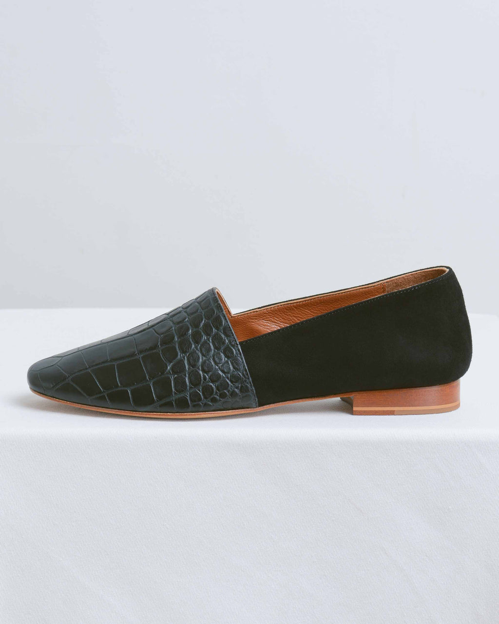 Black Croco Slipper