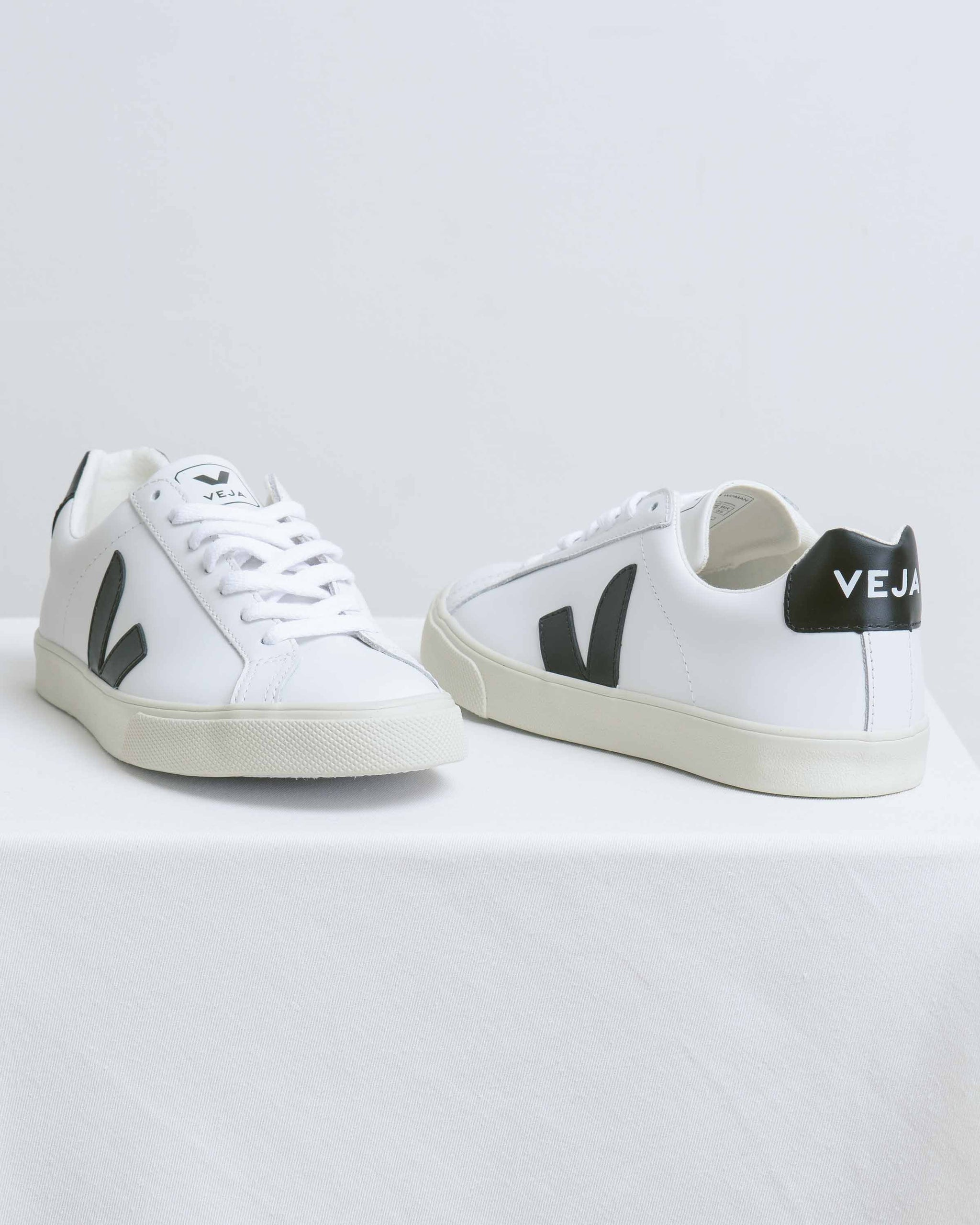 Esplar White w/ Black V