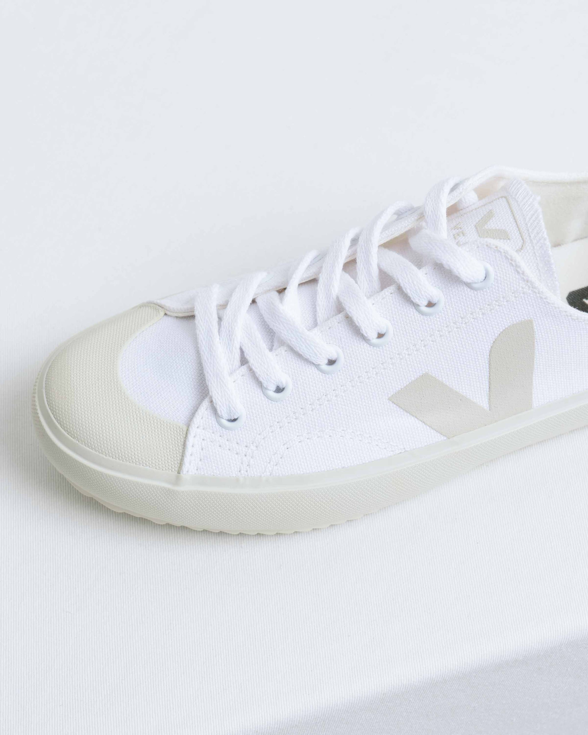 Nova Canvas White Pierre
