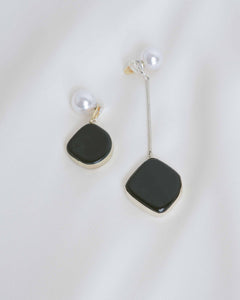 White Gold Estal Onyx Stone Earrings