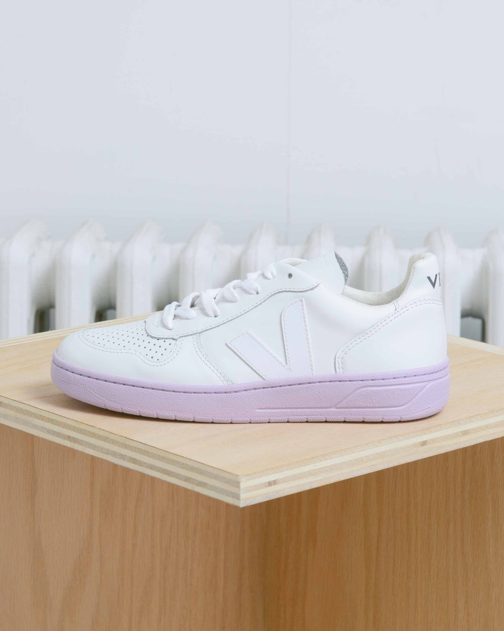 Extra White Lilas Sole V-10