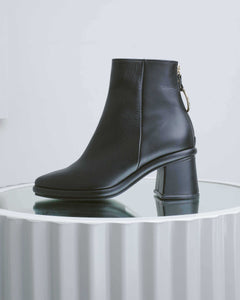 Matte Black Leather Ring Slim Boots