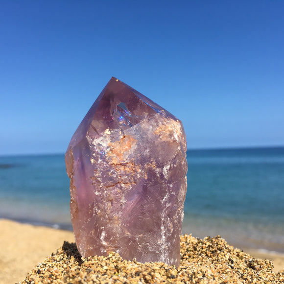 Amethyst point with rainbow