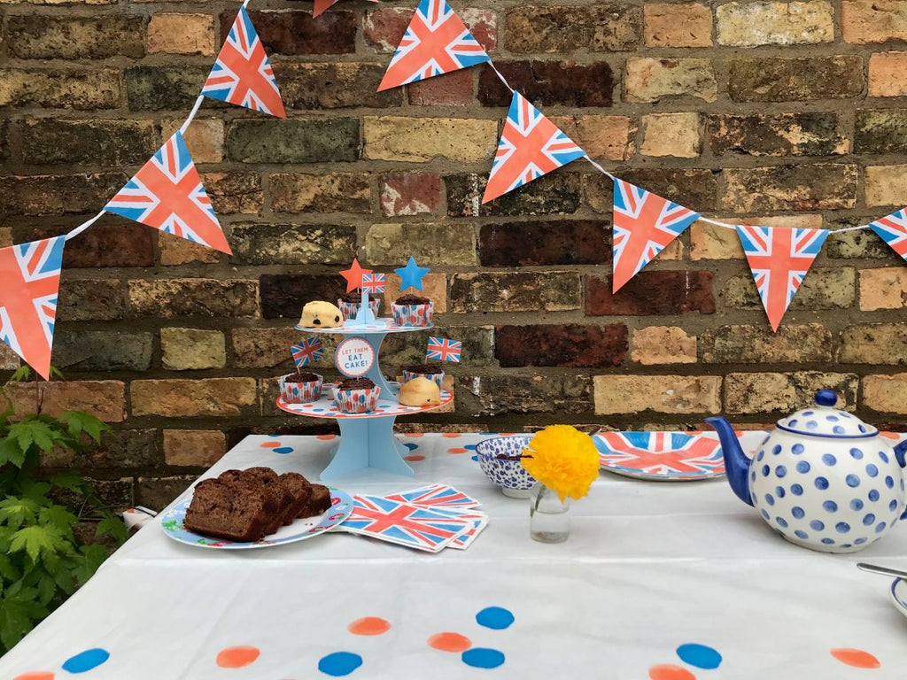 Best of British Paper Table Cover