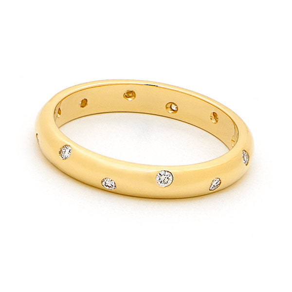 18ct Yellow Gold Offset Diamond Band