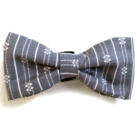 607 Barley's Gray with White Print Dog Bow Tie