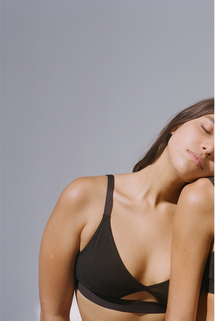 Cut out bra wide strap black