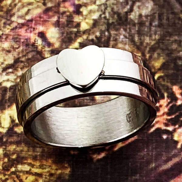 Heart spinner ring