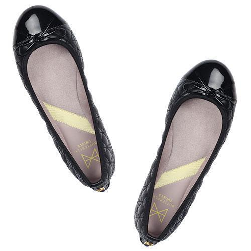 Our best-selling OLIVIA has been re-vamped with our unique signature black quilting and a patent toe cap. This style is the perfect travel companion for the busy, on-the-go women. A classic, round toe ballerina Delicate, black patent PU bow for added style Our signature black faux leather quilting paired with a patent toe cap Soft, comfortable faux suede lining Cushioning memory foam insoles for added comfort Folding Twist Tech Technology Flexible rubber sole: folding shoe We deliver to over 50