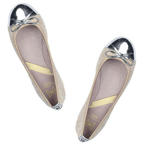 Our best-selling OLIVIA has been re-vamped with our unique signature quilting on linen and a silver metallic toe cap. This style is the perfect travel companion for the busy, on-the-go women. A classic, round toe ballerina Delicate, silver patent metallic PU bow for added style Our signature quilting on linen paired with a metallic silver toe cap Soft, comfortable faux suede lining Cushioning memory foam insoles for added comfort Folding Twist Tech Technology Flexible rubber sole: folding shoe