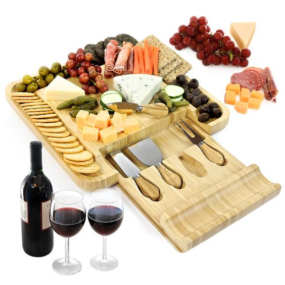 What to Put on a Basic Traditional Cheese Board