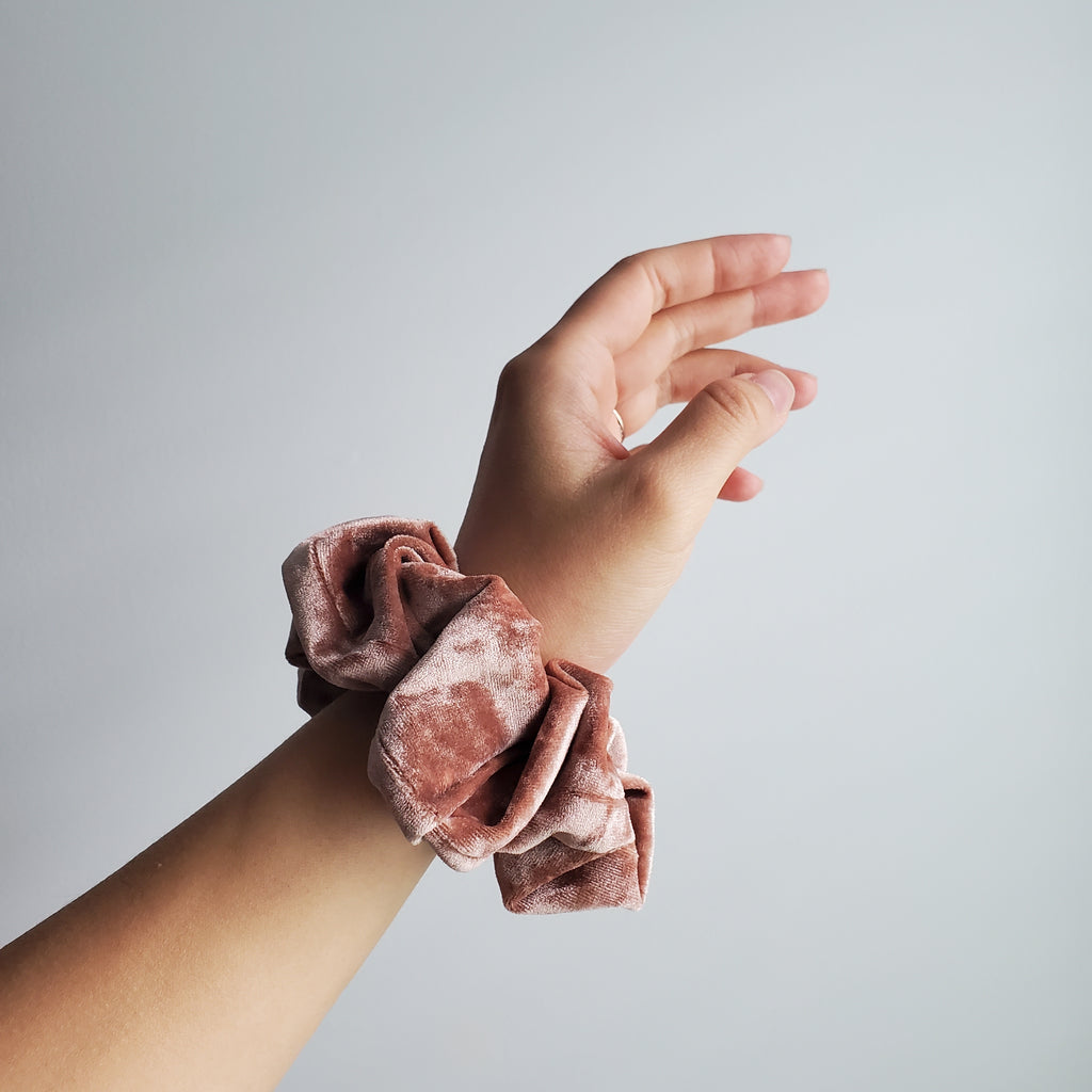 BLUSH PINK SCRUNCHIES