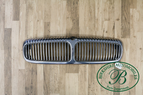 Jaguar Vain type Chrome Grille assembly. Fits Jaguar Vanden Plas 1998-2003