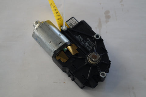 LANDROVER SUNROOF MOTOR PART#EGQ500030. FITS RANGE ROVER SPORT AND RANGE ROVER SUPERCHARGED 2006-2013