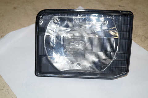 NEW COMPOSITE HEADLIGHT ASSEMBLY LAND ROVER PART #XBC105170. FITS LAND ROVER DISCOVERY 1999-2002.