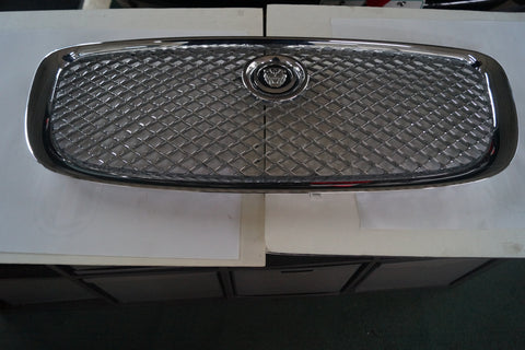 USED FRONT GRILLE FOR JAGUAR XJ SERIES PART #C2D47214/C2D47215. FITS JAGUAR XJ 3.0L AWD 2014
