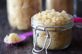 The Difference Between Sugar & Salt Scrubs