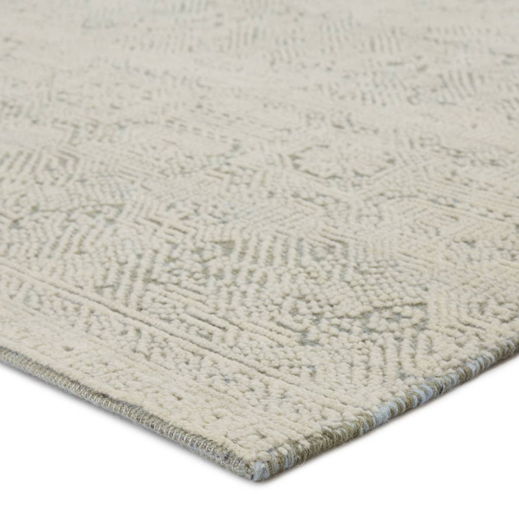 The Bier Parra Area Rug by Jaipur Living, or BRR02, features an artisan-made Persian knot construction and stunning carved texture in the wool pile. The captivating repeat design and fine, details are complemented by ivory, green-gray, and light blue. A perfect choice for your living room or other medium traffic area.