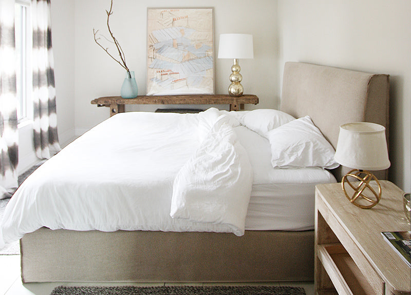 A Verellen essential, the Aimee Bed is a beautiful platform bed. Both comfy and durable, this comes standard with:  double needle stitch detail platform on glides available slipcovered not available with box spring Available in twin, full, queen, king, and California king mattresses.