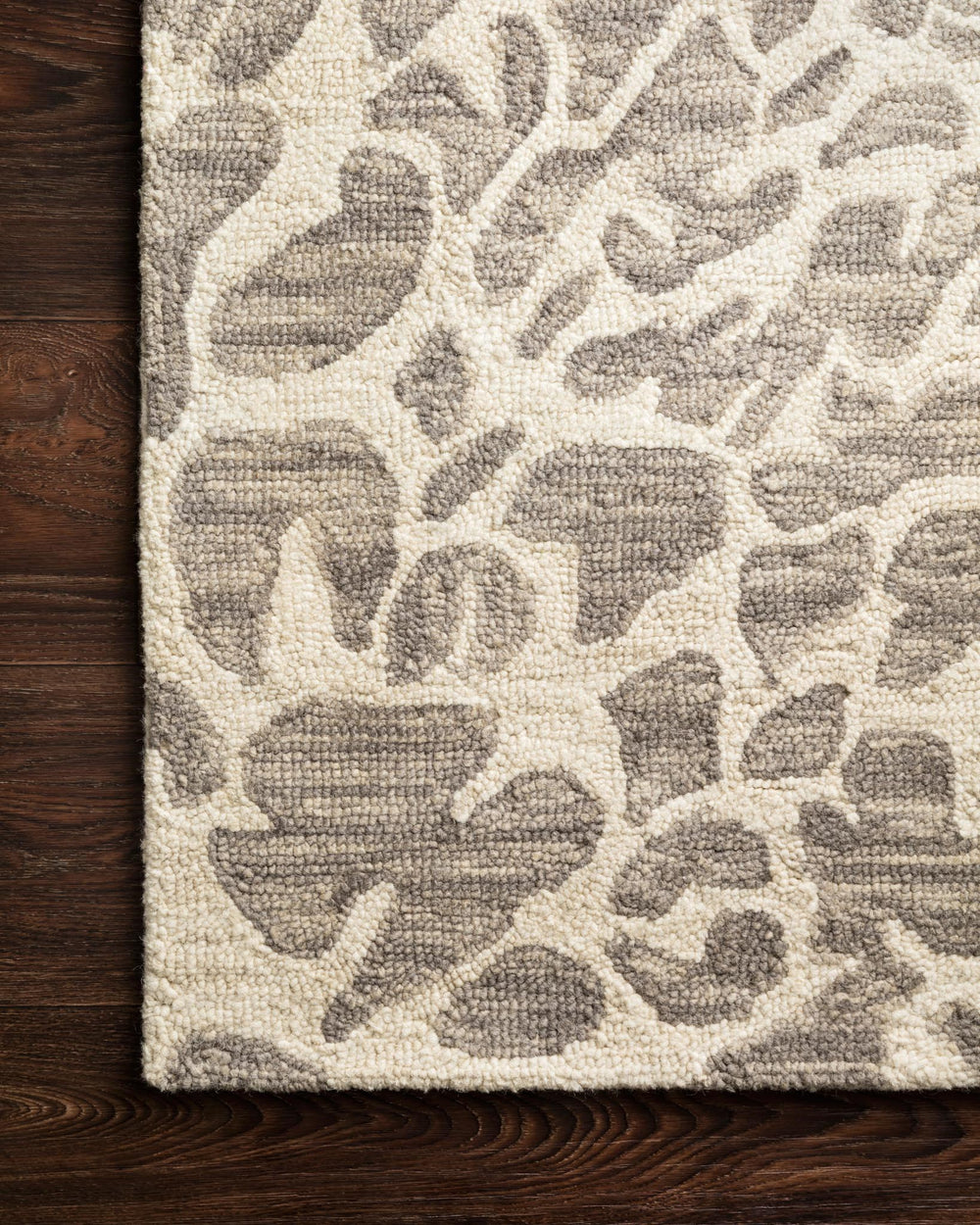 Hooked of 100% wool, this Masai Collection is a softer side of the savannah brought to life by artisans in India. Masai is a beautiful contemporary rug with contrasting hues and is a chic twist on the classic animal print.  Hooked 100% Wool MAS-02 Grey / Ivory