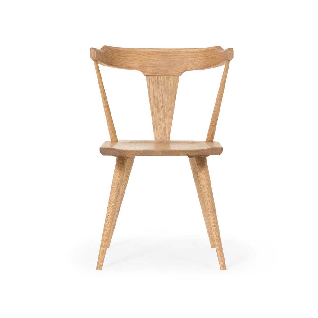 This new take on the mid-century Windsor chair has a bowed, sculptural silhouette. A sandy finish adds movement to wood by highlighting the natural grain of oak.