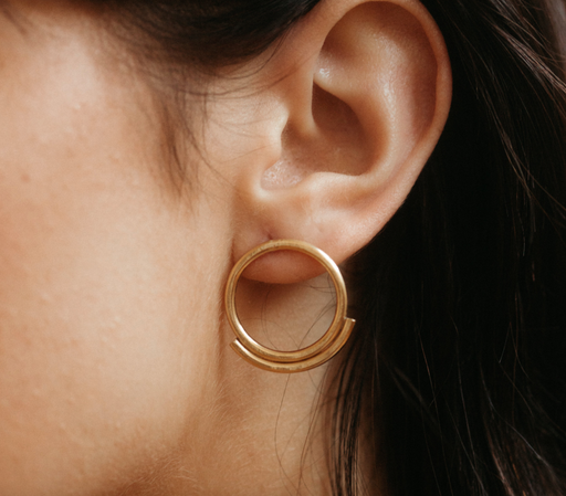 GOLD ESME EARRINGS | MLKANHNY