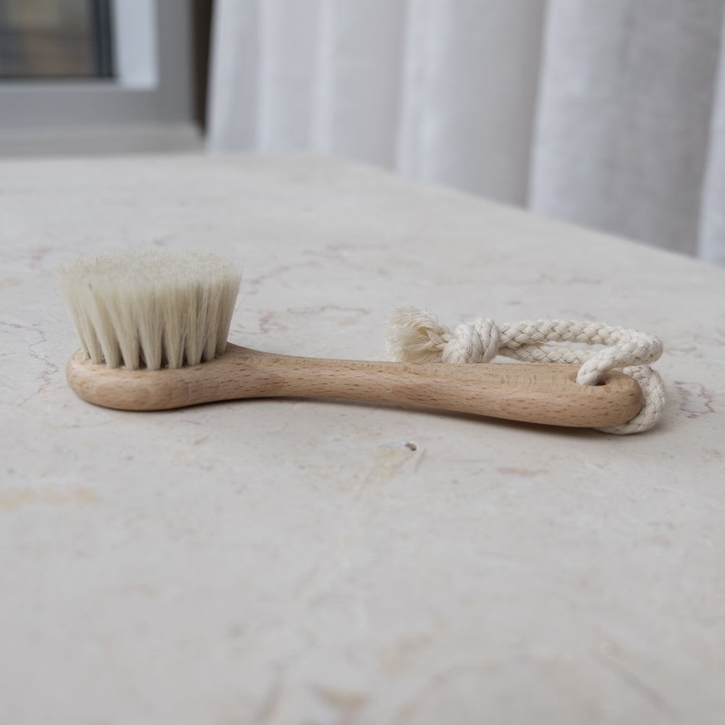 WOODEN BRUSH FOR THE FACE | REDECKER