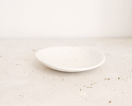 WHITE SMALL DENTED PLATE - MEDIUM