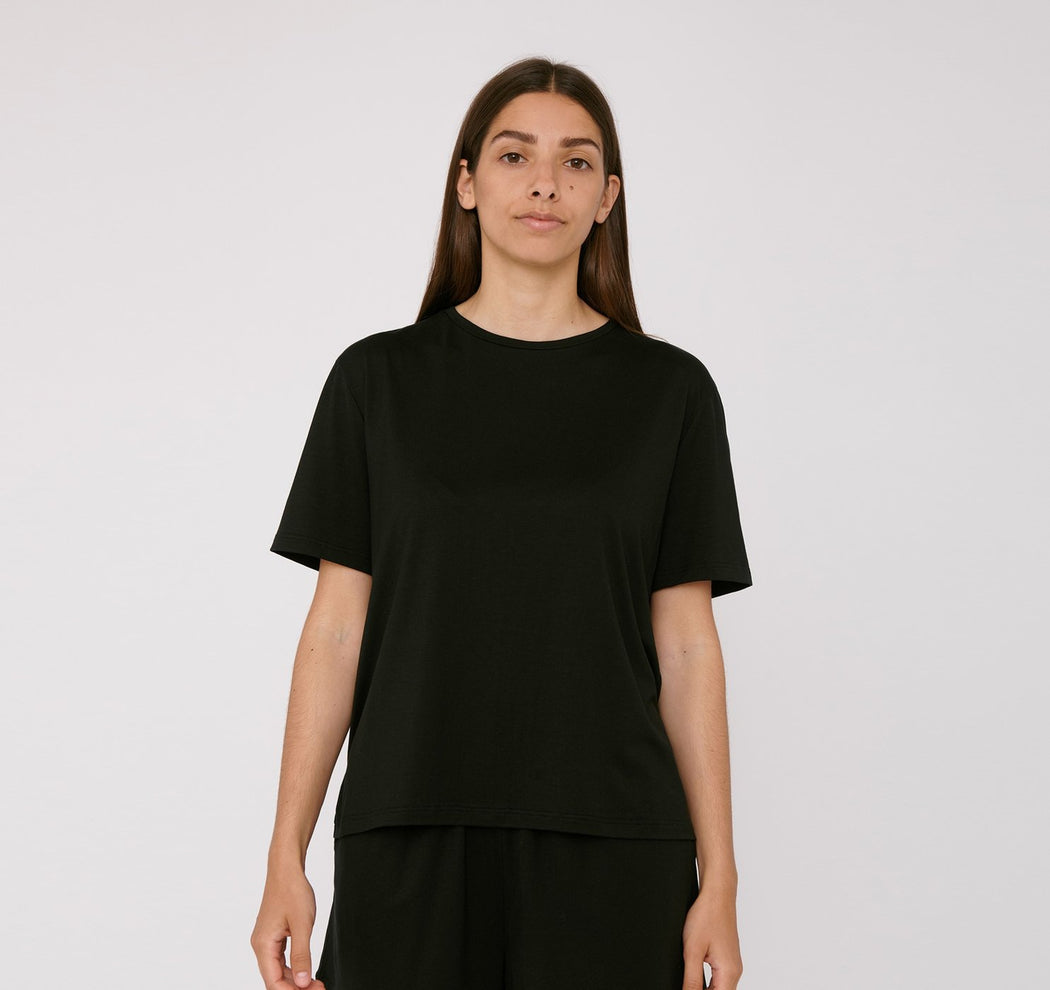 BLACK TENCEL™ LITE TEE