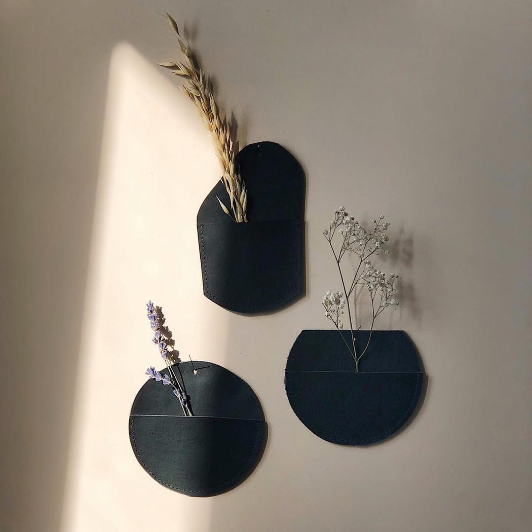 BLACK LEATHER FLOWER HANGER | BLOOM