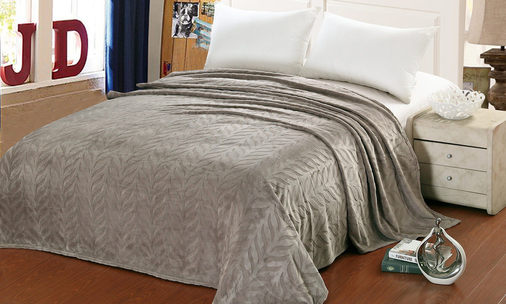 Luxury Home Micro Fleece Leaf Etched Jacquard Blanket