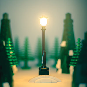 Light-Up Lamp Post (Black)
