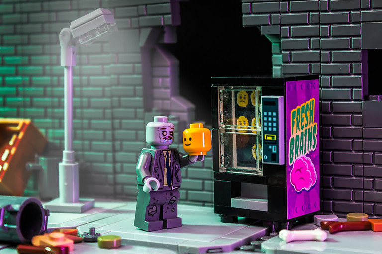 Custom LEGO Zombie Minifigure with Fresh Brains Vending Machine