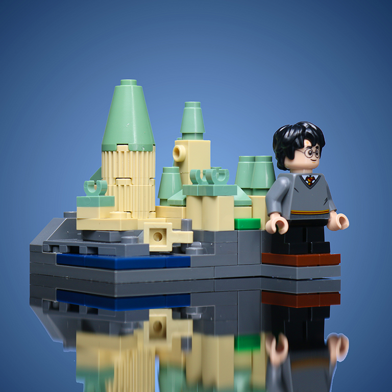 Custom LEGO Mini Wizard's School with LEGO Harry Potter Minifigure