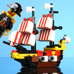 Custom LEGO Mini Black Seas Barracuda with Captain Brickbeard Minifigure